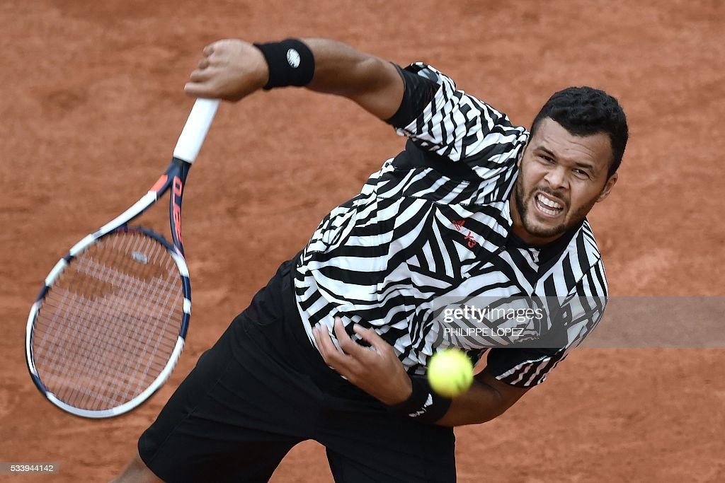 France's Jo-Wilfried Tsonga serves the ball to Germany's Jan-Lennard Struff during their men's first round match at the Roland Garros 2016 French Tennis Open in Paris on May 24, 2016. / AFP / PHILIPPE