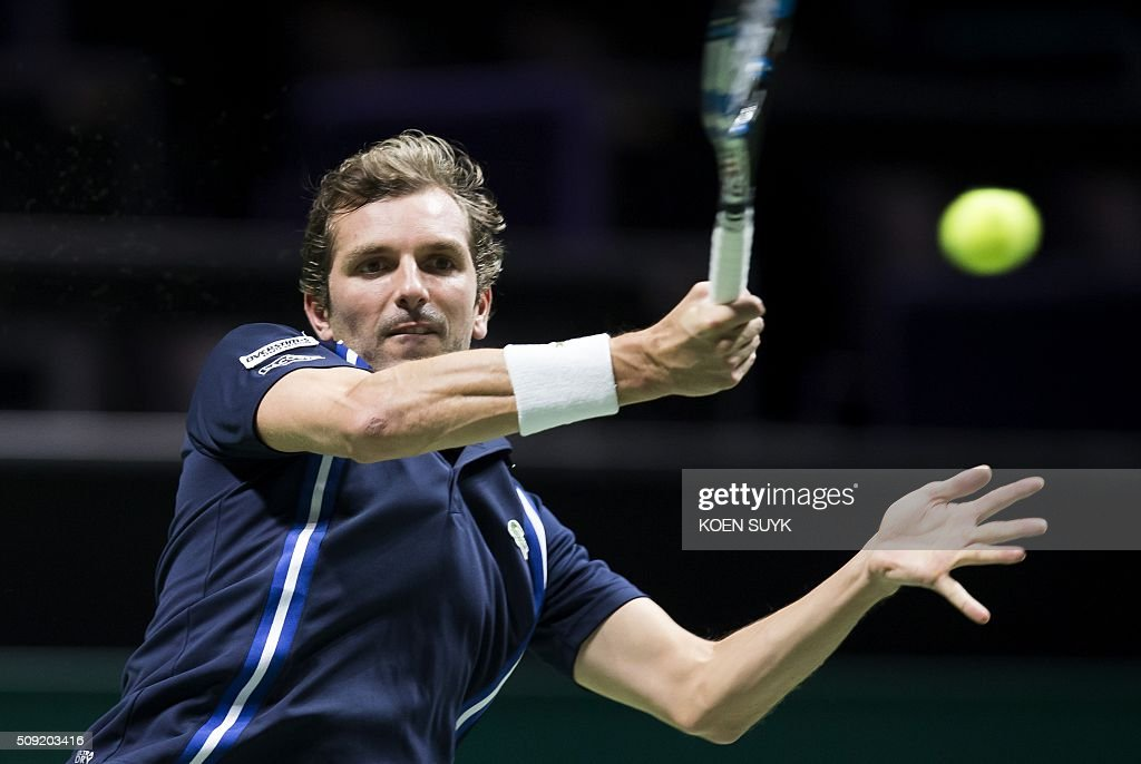 France's Julien Benneteau returns the ball to Germany's Philipp Kohlschreiber during their first round match as part of the ABN AMRO World Tennis Tournament in Rotterdam, on February 9, 2016. / AFP / ANP / Koen Suyk / Netherlands OUT