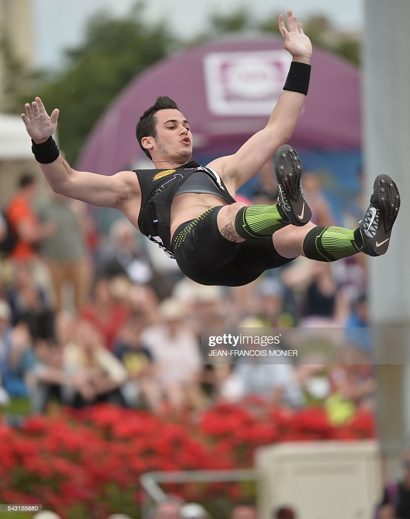 France's Kevin Manaldo competes during Men's Pole Vault Final at the French Athletics Elite championships on June 26, 2016 at the Lac de Maine stadium in Angers, western France. / AFP / JEAN