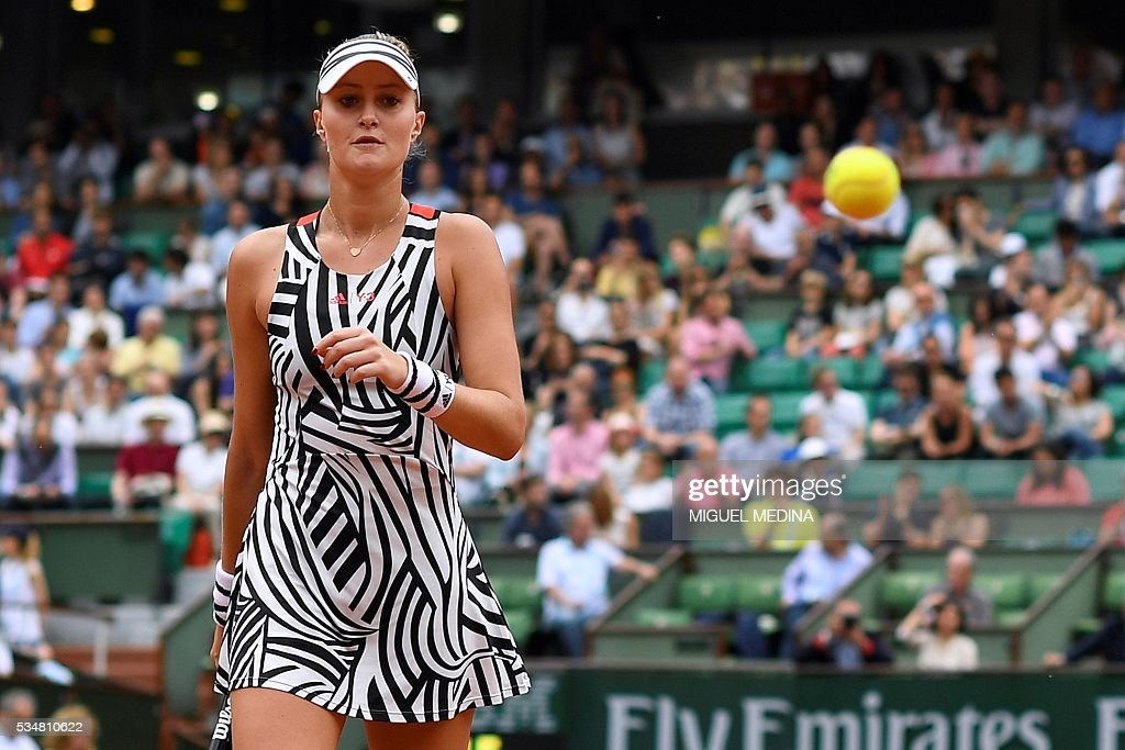 France's Kristina Mladenovic looks on during her women's third round match against US player Serena Williams at the Roland Garros 2016 French Tennis Open in Paris on May 28, 2016. / AFP / MIGUEL