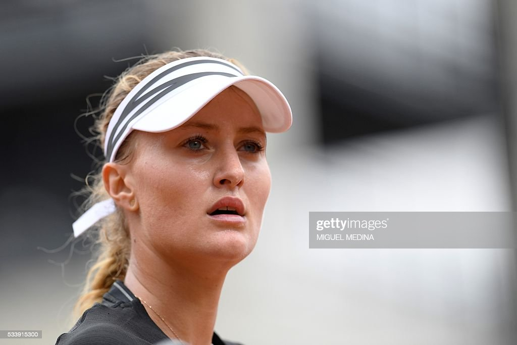 France's Kristina Mladenovic reacts during her match against Italy's Francesca Schiavone during their women's first round match at the Roland Garros 2016 French Tennis Open in Paris on May 24, 2016. / AFP / MIGUEL