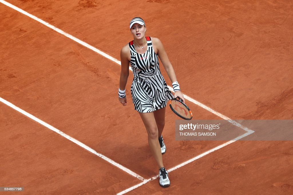 France's Kristina Mladenovic reacts during her women's third round match against US player Serena Williams at the Roland Garros 2016 French Tennis Open in Paris on May 28, 2016. / AFP / Thomas SAMSON