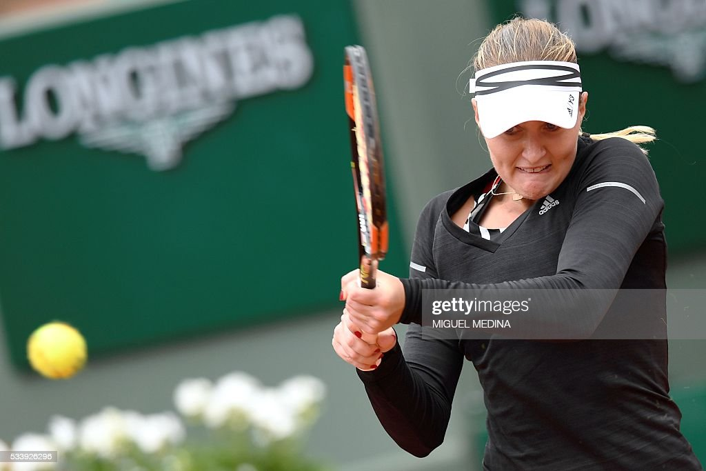 France's Kristina Mladenovic returns the ball to Italy's Francesca Schiavone during their women's first round match at the Roland Garros 2016 French Tennis Open in Paris on May 24, 2016. / AFP / MIGUEL
