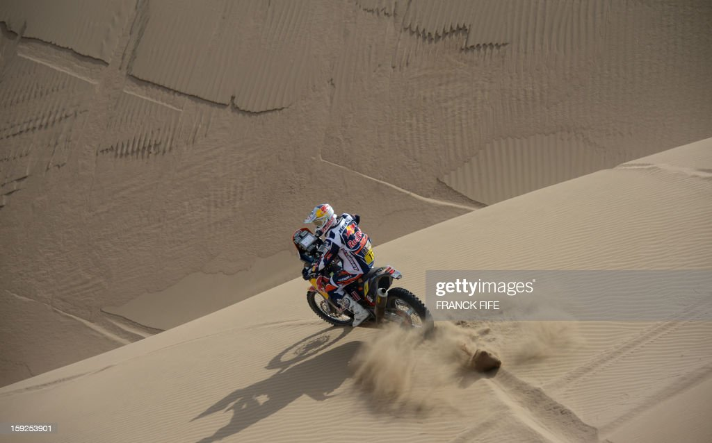 France's KTM's rider Cyril Despres competes in the Stage 6 of the 2013 Dakar Rally between Arica and Calama, Chile, on January 10, 2013. The rally is taking place in Peru, Argentina and Chile from January 5 to 20. AFP PHOTO / FRANCK FIFE