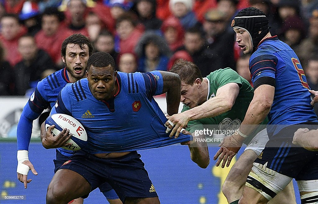 Frances left wing Virimi Vakatawa (L) runs with the ball the Six Nations international rugby union match between France and Ireland on February 13, 2016 at the Stade de France in Saint-Denis, north of Paris. AFP PHOTO / FRANCK FIFE / AFP / FRANCK FIFE