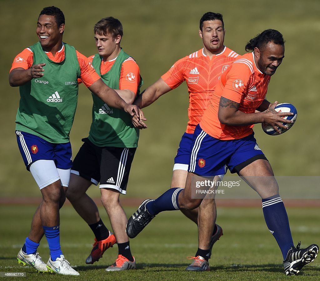France's lock Jocelino Suta (R) runs with a ball past France's captain Thierry Dusautoir (L), France's fly-half Jules Plisson and France's number eight Damien Chouly during a training session in Marcoussis, south of Paris, on March 17, 2015 ahead of the Six Nations rugby union match between France and England.