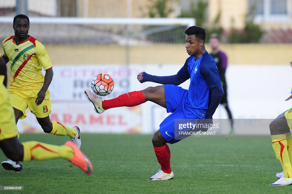 France's Lys Mousset controls the ball during the Under 21 international football match betwen France and Mali at the Perruc stadium in Hyeres, southern France on May 24, 2016, as part of the Toulon Hopefuls' Tournament. / AFP / Franck PENNANT