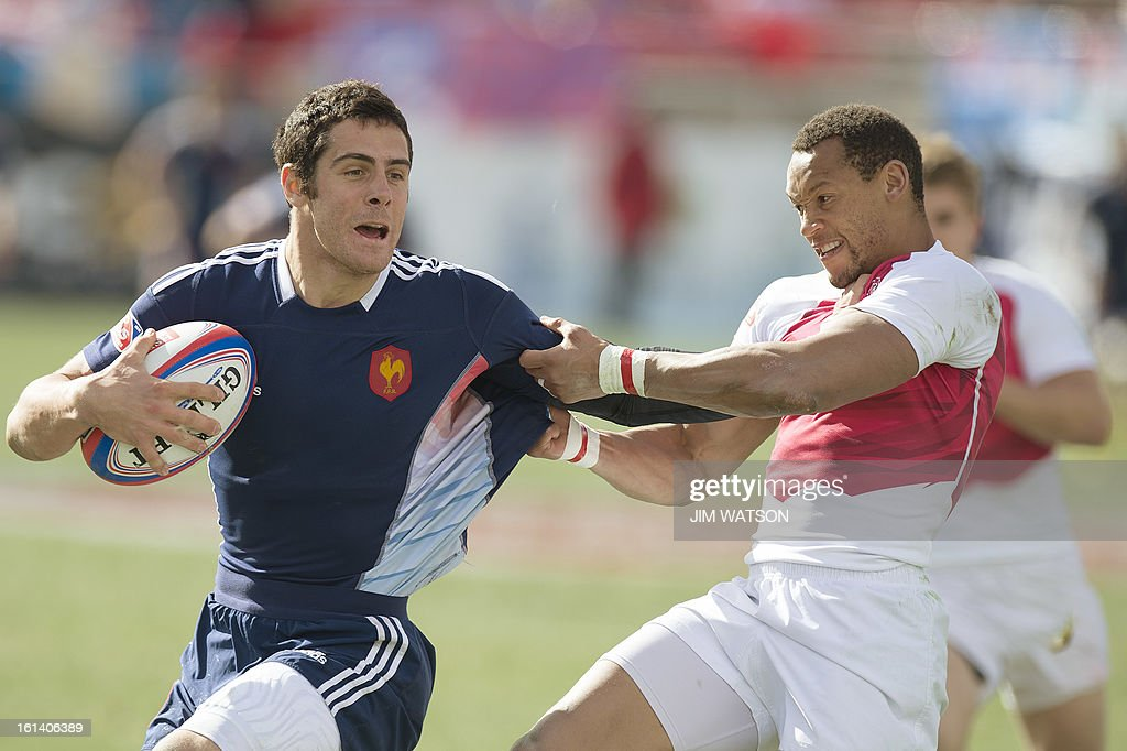 France's Manoel Dall Igna (L) vies with England's Dan Norton during Day 3 of the USA Sevens Las Vegas HSBC Sevens World Series Round 5 at Sam Boyd Stadium in Las Vegas, NV, February 10, 2013. AFP PHOTO/Jim WATSON