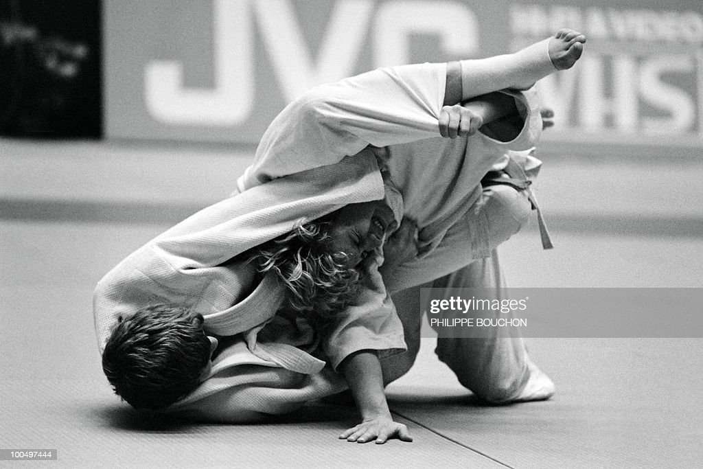 France's Martine Rottier (L) tries to strangle Inger Lise Solheim of Norvegia during the world championship final in judo, on December 4, 1982, in Paris. Martine Rottier won the gold metal (less than 61kg) as her teamates Brigitte Deydier (less than 66kg) and Natalina Lipino (more than 72kg).