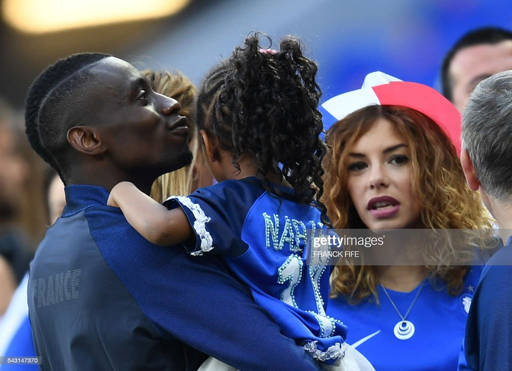 France's midfielder Blaise Matuidi (L) and his wife Isabelle celebrate after winning the Euro 2016 round of 16 football match between France and Republic of Ireland at the Parc Olympique Lyonnais stadium in Decines-Charpieu, near Lyon, on June 26, 2016. / AFP / FRANCK