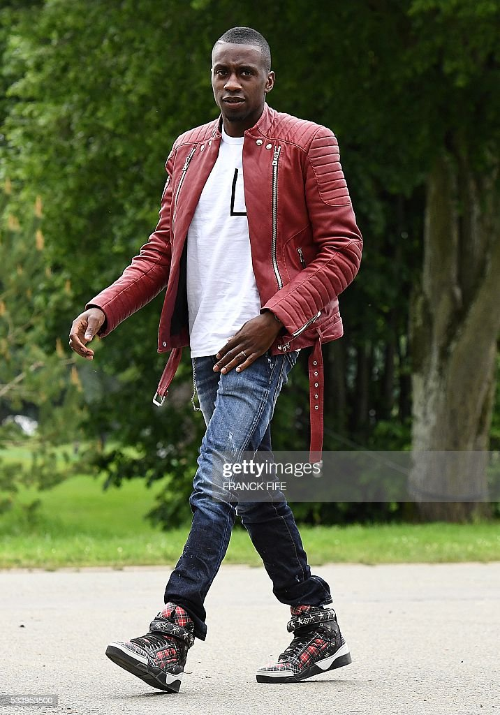 France's midfielder Blaise Matuidi arrives at the French national football team training base in Clairefontaine on May 24, 2016, as part of the team's preparation for the upcoming Euro 2016 European football championships. / AFP / FRANCK