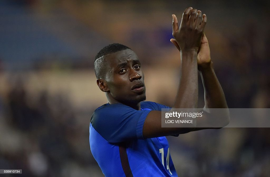 France's midfielder Blaise Matuidi celebrates after winning the friendly football match between France and Cameroon, at the Beaujoire Stadium in Nantes, western France, on May 30, 2016. / AFP / LOIC