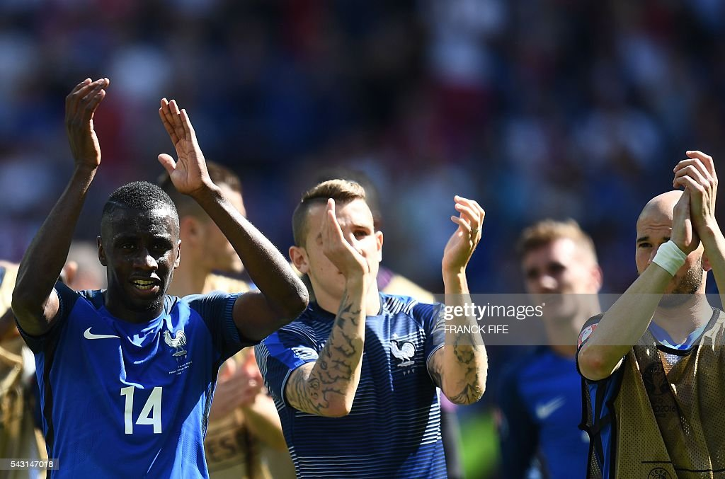 France's midfielder Blaise Matuidi (L), France's defender Lucas Digne (C) and France's defender Christophe Jallet (R) celebrate after winning the Euro 2016 round of 16 football match between France and Republic of Ireland at the Parc Olympique Lyonnais stadium in Decines-Charpieu, near Lyon, on June 26, 2016. / AFP / FRANCK