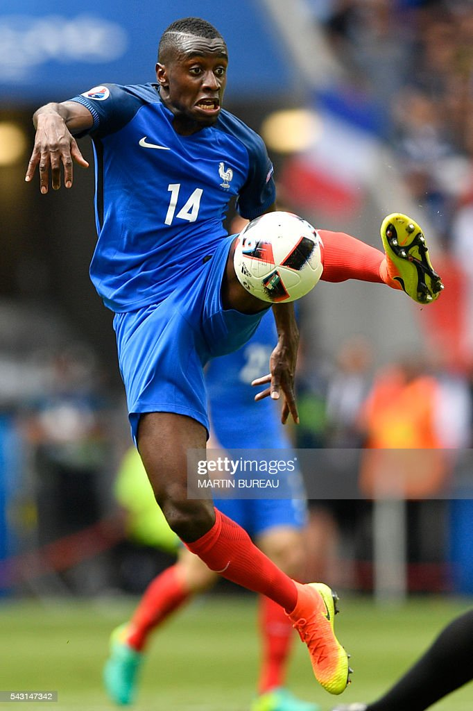 France's midfielder Blaise Matuidi jumps for the ball during the Euro 2016 round of 16 football match between France and Republic of Ireland at the Parc Olympique Lyonnais stadium in Decines-Charpieu, near Lyon, on June 26, 2016. / AFP / MARTIN
