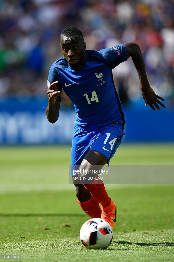 France's midfielder Blaise Matuidi runs with the ball during the Euro 2016 round of 16 football match between France and Republic of Ireland at the Parc Olympique Lyonnais stadium in Decines-Charpieu, near Lyon, on June 26, 2016. / AFP / MARTIN