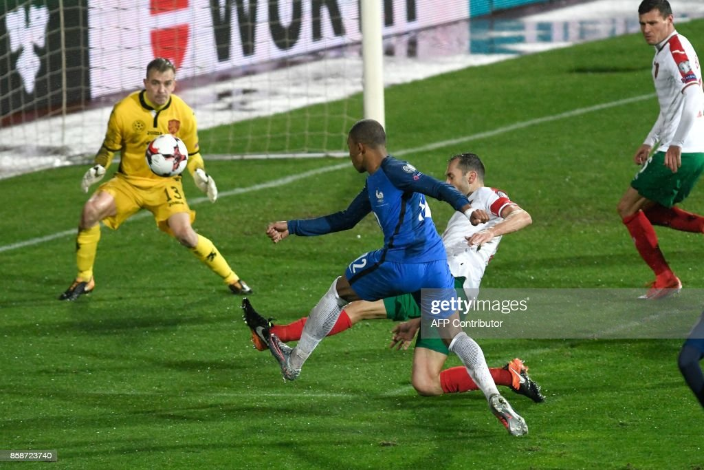 France's midfielder Blaise Matuidi (C) scores past Bulgaria's goalkeeper Plamen IIiev (L) during the FIFA World Cup 2018 qualifying football match between Bulgaria and France at The Vasil Levski Stadium in Sofia on October 7, 2017. / AFP PHOTO / Nikolay DOYCHINOV