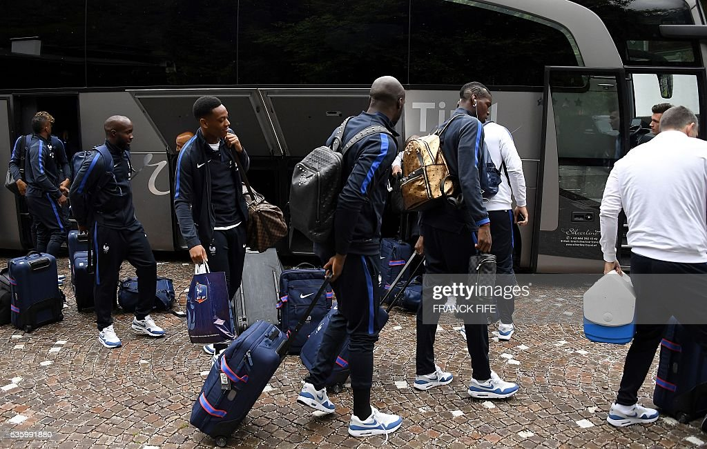 France's midfielder N'Golo Kante, forward Anthony Martial, defender Eliaquim Mangala and midfielder Paul Pogba arrives at the hotel in Neustift im Stubaital, on May 31, 2016, as part of the team's preparation for the upcoming Euro 2016 European football championships. A / AFP / FRANCK