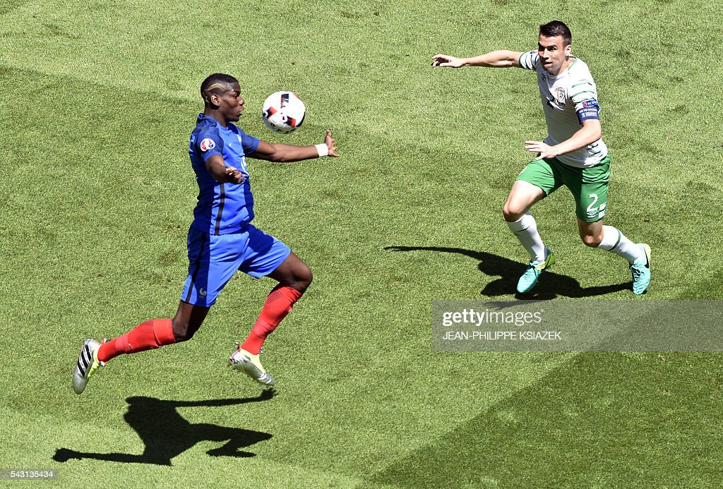 France's midfielder Paul Pogba (L) and Ireland's defender Seamus Coleman vie for the ball during the Euro 2016 round of 16 football match between France and Republic of Ireland at the Parc Olympique Lyonnais stadium in Décines-Charpieu, near Lyon, on June 26, 2016. / AFP / JEAN