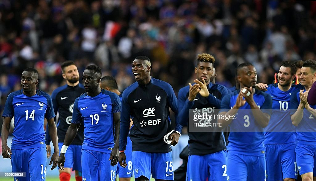 France's midfielder Paul Pogba (C) and teammates react after winning the friendly football match between France and Cameroon, at the Beaujoire Stadium in Nantes, western France, on May 30, 2016. / AFP / FRANCK