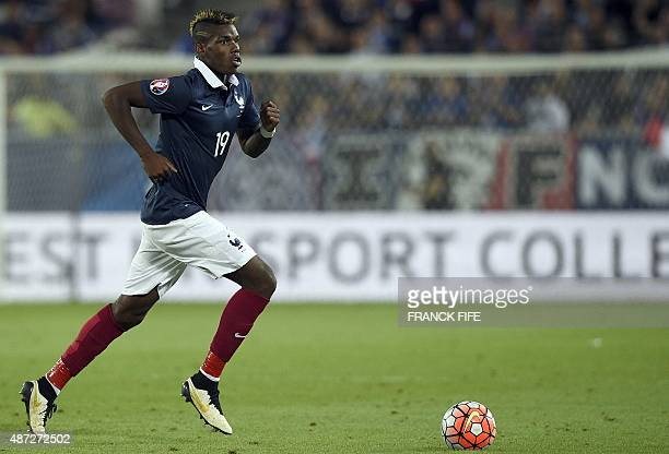France's midfielder Paul Pogba controls the ball during the Euro 2016 friendly football match France vs Serbia at the stadium in Bordeaux on...