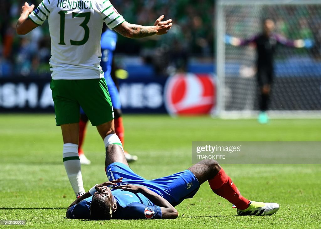 France's midfielder Paul Pogba lays on the pitch during the Euro 2016 round of 16 football match between France and Republic of Ireland at the Parc Olympique Lyonnais stadium in Décines-Charpieu, near Lyon, on June 26, 2016. / AFP / FRANCK
