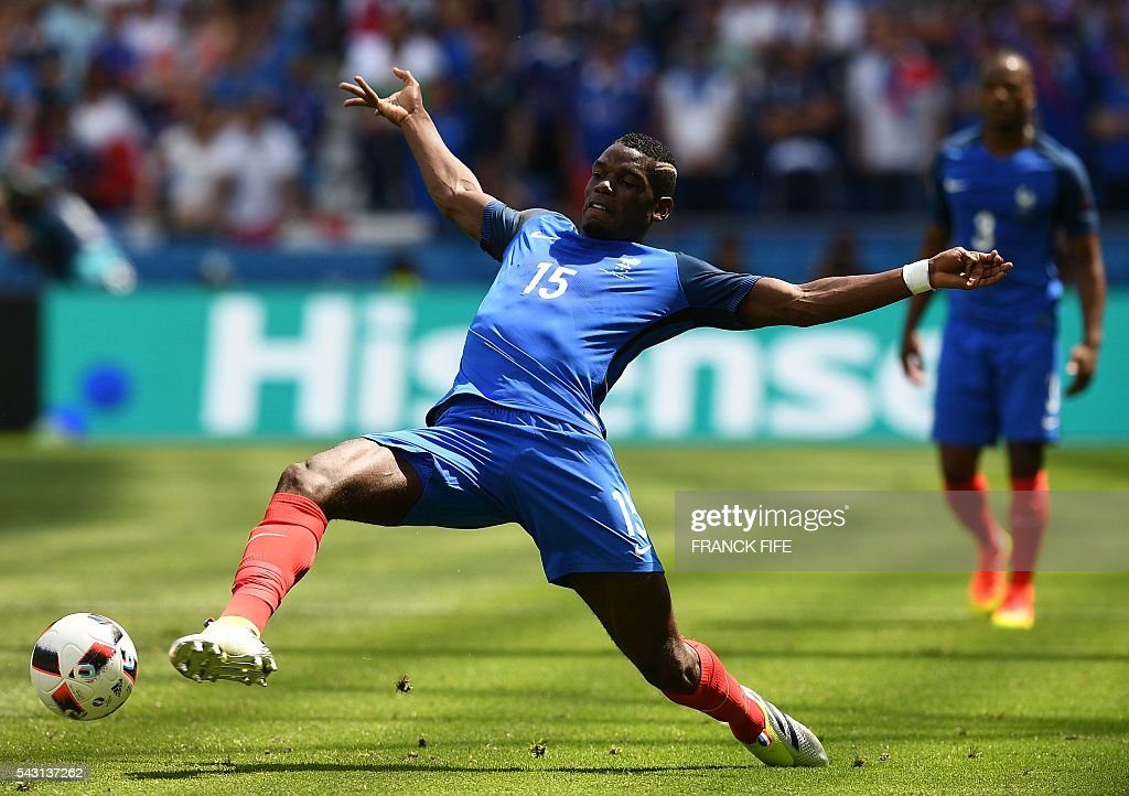 France's midfielder Paul Pogba plays the ball during the Euro 2016 round of 16 football match between France and Republic of Ireland at the Parc Olympique Lyonnais stadium in Décines-Charpieu, near Lyon, on June 26, 2016. / AFP / FRANCK