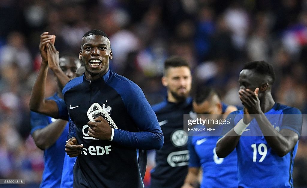 France's midfielder Paul Pogba (L) reacts after winnning during the friendly football match between France and Cameroon, at the Beaujoire Stadium in Nantes, western France, on May 30, 2016. / AFP / FRANCK