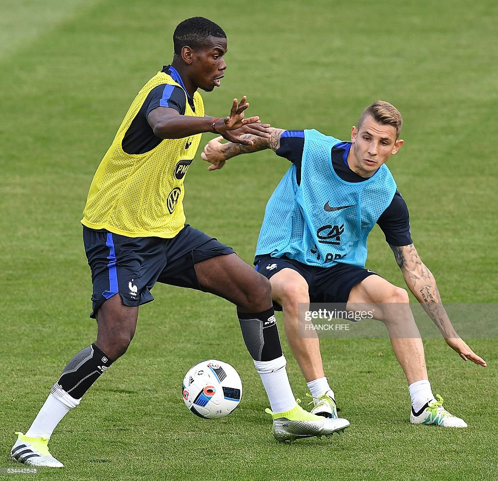 France's midfielder Paul Pogba (L) vies with France's defender Lucas Digne during a training session in Clairefontaine en Yvelines on May 26, 2016, as part of the team's preparation for the upcoming Euro 2016 European football championships. / AFP / FRANCK