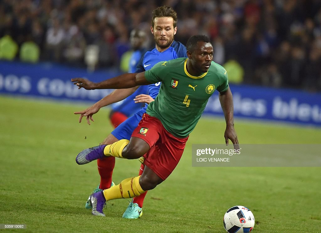 France's midfielder Yohan Cabaye (rear) fights for the ball with Cameroon's midfielder Franck Kom (front) during the International friendly football match between France and Cameroon at the Beaujoire stadium, in Nantes, western France, on May 30, 2016 as part of the French team's preparation for the upcoming Euro 2016 European football championships. / AFP / LOIC