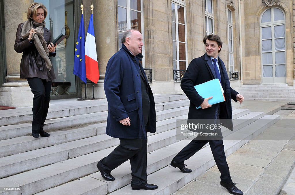 France's Minister for Higher Education and Research Valerie Pecresse (L), French Junior Minister for Transport <a gi-track='captionPersonalityLinkClicked' href=/galleries/search?phrase=Dominique+Bussereau&family=editorial&specificpeople=722874 ng-click='$event.stopPropagation()'>Dominique Bussereau</a> (C) and French Minister for Budget, <a gi-track='captionPersonalityLinkClicked' href=/galleries/search?phrase=Francois+Baroin&family=editorial&specificpeople=552822 ng-click='$event.stopPropagation()'>Francois Baroin</a>(R) leave the Elysee Palace after the weekly cabinet meeting on April 14, 2010 in Paris, France.