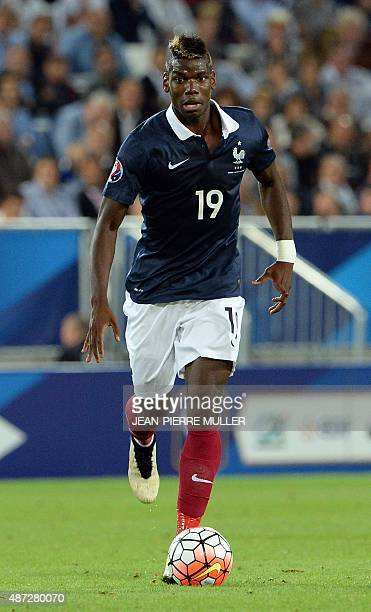 France's misfielder Paul Pogba controls the ball during the Euro 2016 friendly football match France vs Serbia at the Matmut Atlantique stadium in...