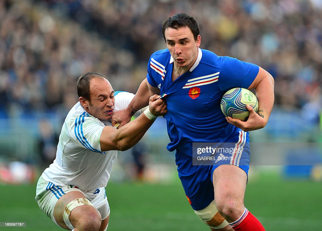France's N°8 Louis Picamoles is tackled by Italy's N°8 and captain Sergio Parisse (L) during the Six Nations International Rugby Union match between Italy and France at the Olympic Stadium in Rome on February 3, 2013.
