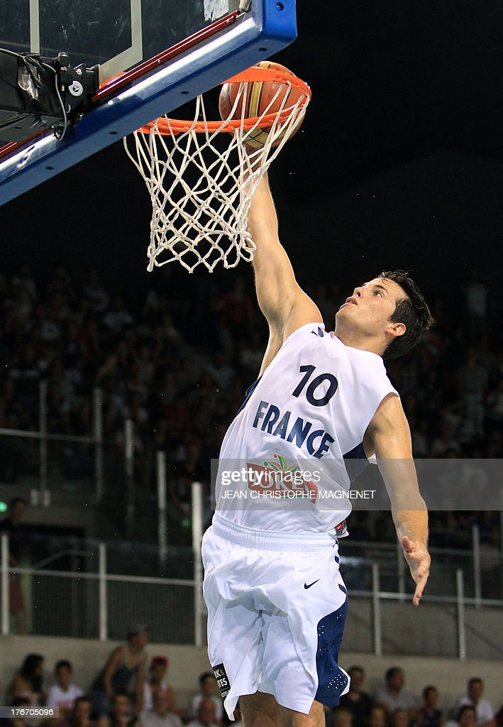 France's national basketball team player Thomas Heurtel smashes the ball during the friendly basketball match France vs Georgia, on August 17, 2013, in Antibes, southeastern France, as part of the preparation for the 2013 EuroBasket in Slovenia. AFP PHOTO / JEAN CHRISTOPHE MAGNENET