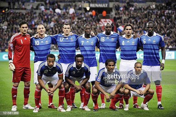 France's national football team players pose before kick of the World Cup 2010 qualifying football match France vs Austria on October 14 2009 at the...