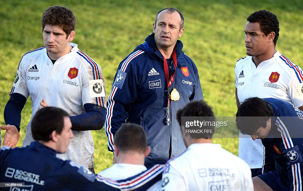 France's national rugby union team head coach Philippe Saint Andre (C) speaks to players during a training session, on January 30, 2013, in Marcoussis, south of Paris, in preparation of the Six Nations rugby union tournament. France will play against Italy in a 2013 six nations' rugby match on February 3, 2013.
