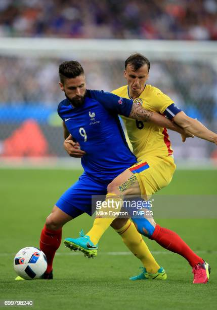 France's Olivier Giroud and Romania's Vlad Chiriches battle for the ball