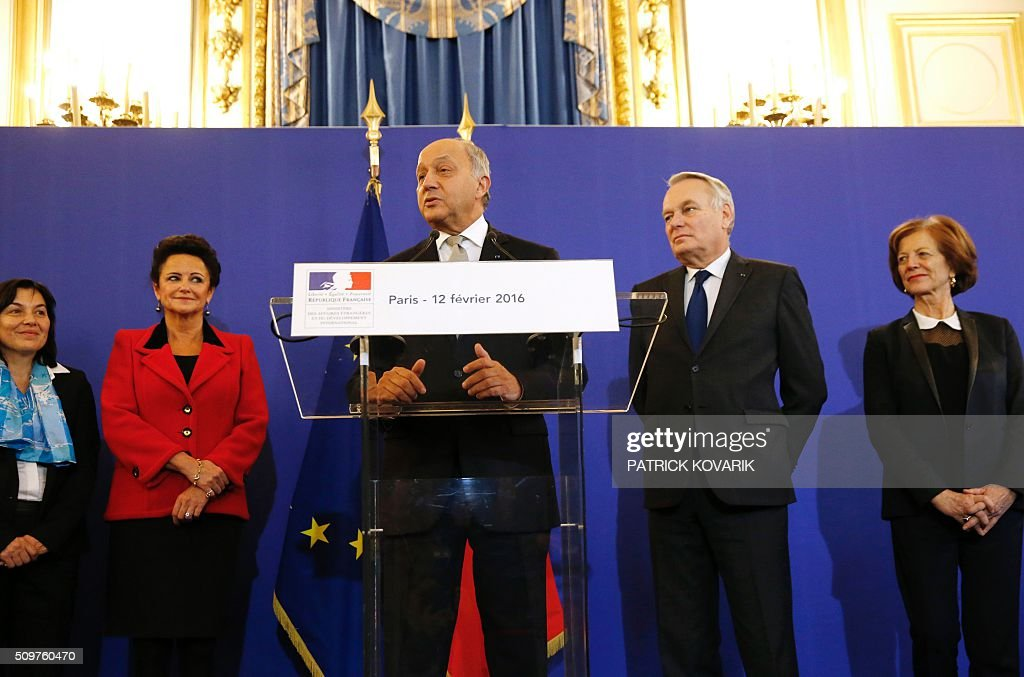 France's outgoing Foreign Minister Laurent Fabius (C) delivers a speech as newly appointed French Foreign Minister Jean-Marc Ayrault (2nd R) listens during the handover ceremony on February 12, 2016 in Paris. French President Francois Hollande reshuffled his cabinet on February 11, 2016, naming Jean-Marc Ayrault foreign minister and adding several ecologists to government as he seeks to widen his political base ahead of a presidential poll in 2017. / AFP / PATRICK KOVARIK