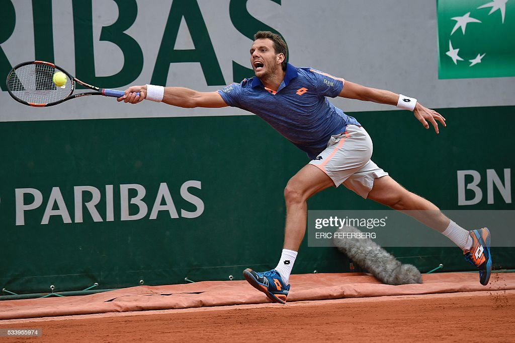 France's Paul-Henri Mathieu hits a return to Colombia's Santiago Giraldo during their men's first round match at the Roland Garros 2016 French Tennis Open in Paris on May 24, 2016. / AFP / Eric FEFERBERG