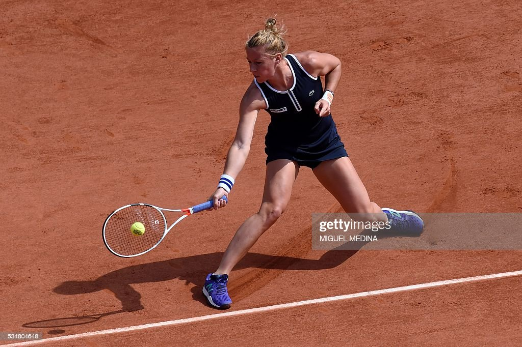 France's Pauline Parmentier returns the ball to Switzerland's Timea Bacsinszky during their women's third round match at the Roland Garros 2016 French Tennis Open in Paris on May 28, 2016. / AFP / MIGUEL