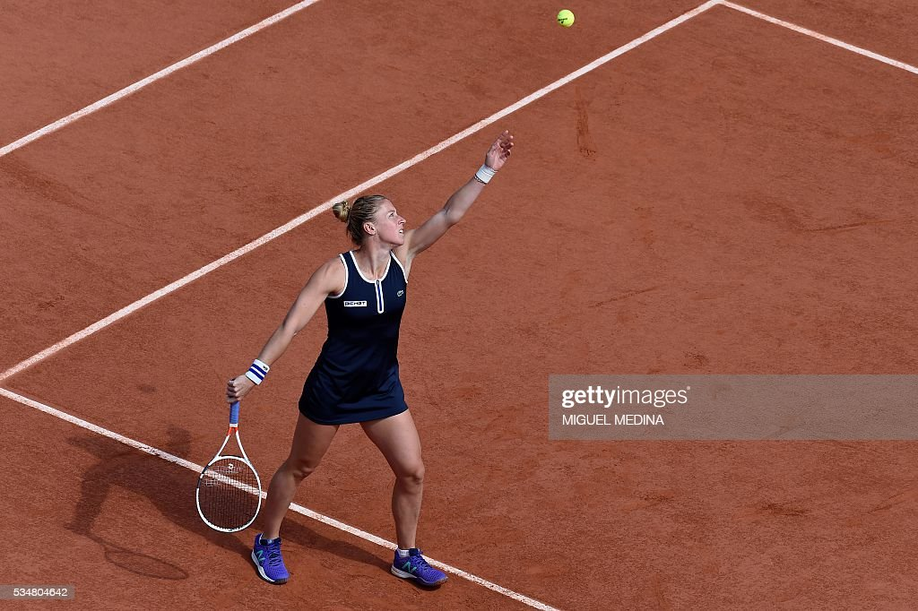 France's Pauline Parmentier serves the ball to Switzerland's Timea Bacsinszky during their women's third round match at the Roland Garros 2016 French Tennis Open in Paris on May 28, 2016. / AFP / MIGUEL