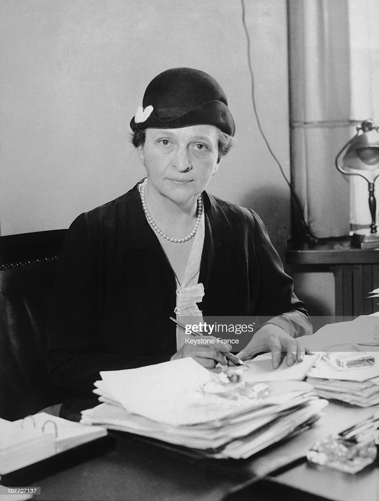 frances perkins Frances perkins, an economist and social worker, served in roosevelt's gubernatorial administration as industrial commissioner and became the first female cabinet member when fdr appointed her secretary of labor, a position she held throughout roosevelt's presidency.