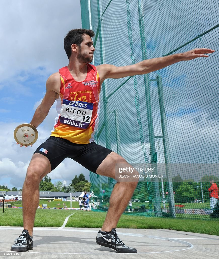 France's Pierre Louis Ricou competes in the discus throw during French Athletics Elite championships on June 25, 2016 at 'Lac de Maine' stadium in Angers, western France. / AFP / JEAN