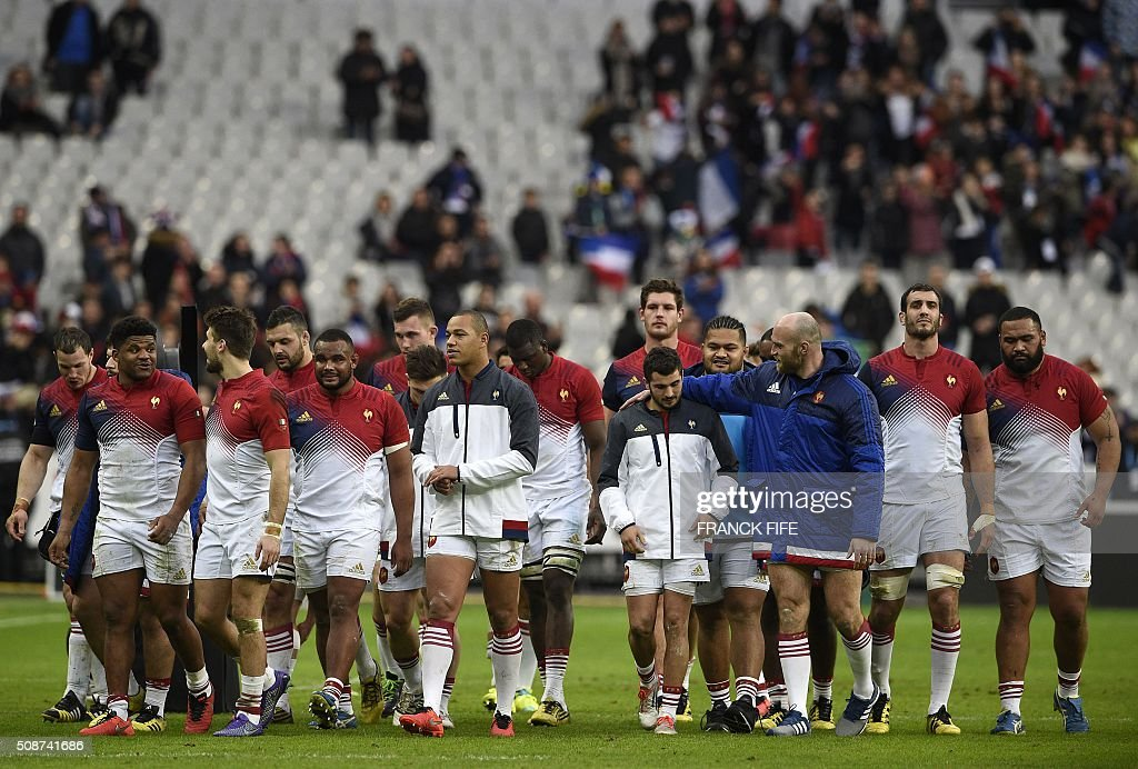 Frances players celebrate after winning the Six Nations international rugby union match between France and Italy at the Stade de France in Saint-Denis, north of Paris, on February 6, 2016. AFP PHOTO / FRANCK FIFE / AFP / FRANCK FIFE