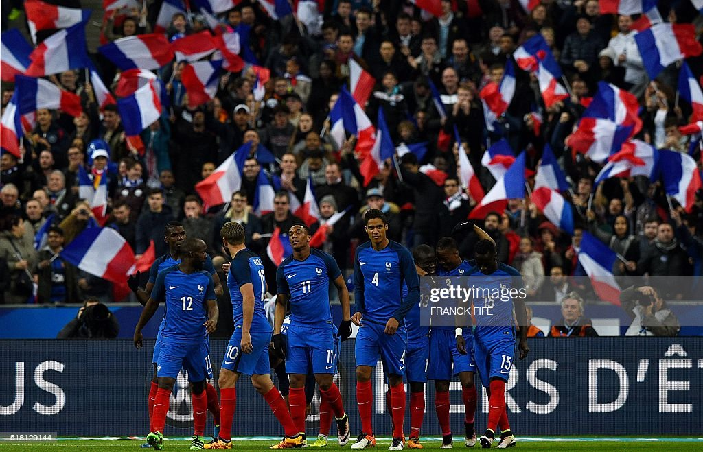 France's players celebrate scoring during the international friendly football match between France and Russia at the Stade de France in Saint-Denis, north of Paris, on March 29, 2016. / AFP / FRANCK