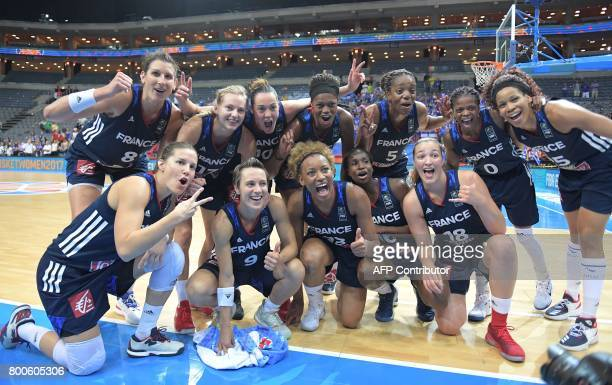 France's players celebrate winning the FIBA EuroBasket 2017 women's semifinal match between Greece and France in Prague on June 24 2017 / AFP PHOTO /...