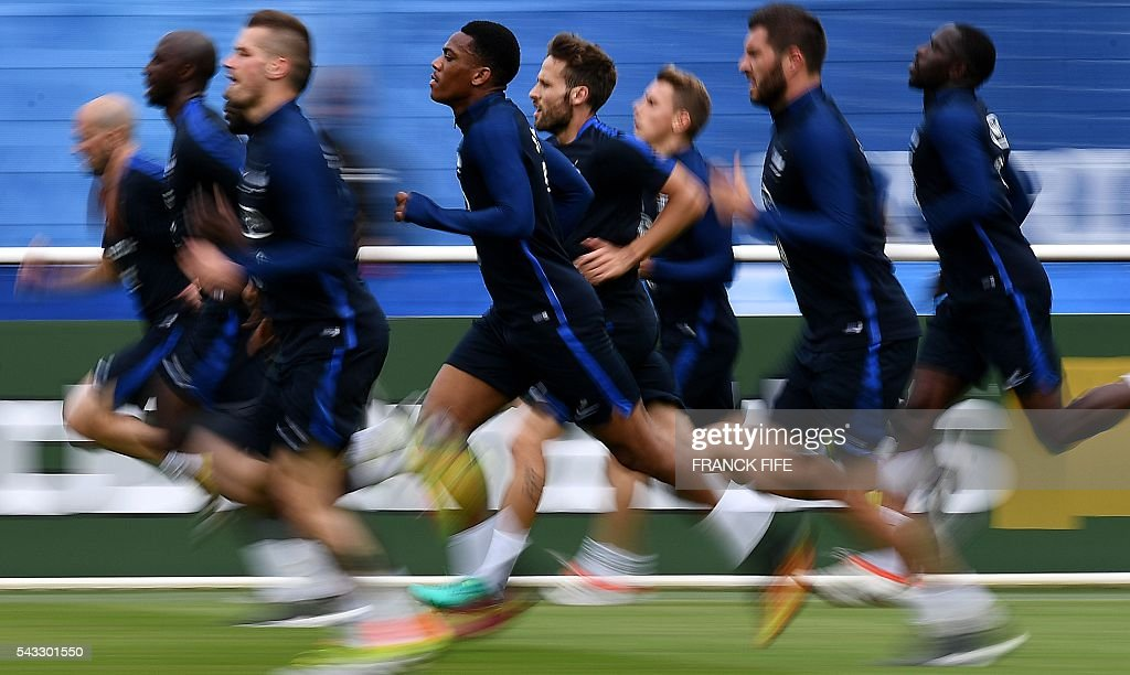 France's players run during a training session in Clairefontaine-en-Yvelines, southwest of Paris, on June 6, 2016, during the Euro 2016 football tournament. / AFP / FRANCK