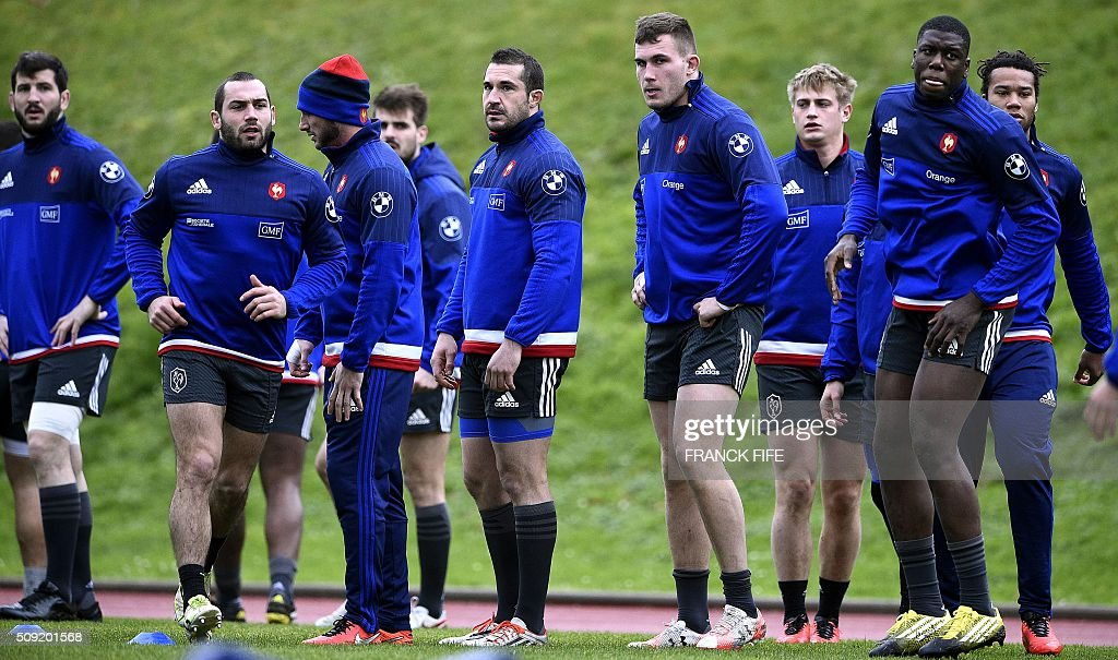 Frances players take part in a training session in Marcoussis, south of Paris, on February 9, 2016, ahead of the Six Nations international rugby union match between France and Irland. / AFP / FRANCK FIFE