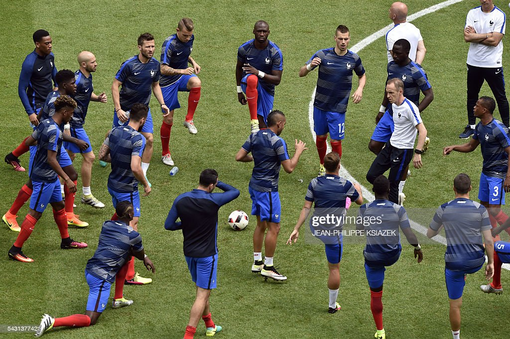 France's players warm up ahead the Euro 2016 round of 16 football match between France and Republic of Ireland at the Parc Olympique Lyonnais stadium in Décines-Charpieu, near Lyon, on June 26, 2016. / AFP / JEAN
