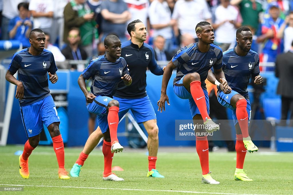 France's players warm up prior to the Euro 2016 round of 16 football match between France and Republic of Ireland at the Parc Olympique Lyonnais stadium in Décines-Charpieu, near Lyon, on June 26, 2016. / AFP / MARTIN