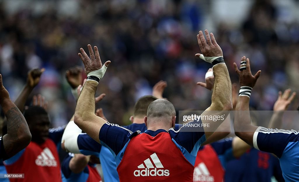 Frances players warm up prior to the Six Nations international rugby union match between France and Italy at the Stade de France in Saint-Denis, north of Paris, on February 6, 2016. AFP PHOTO / FRANCK FIFE / AFP / FRANCK FIFE